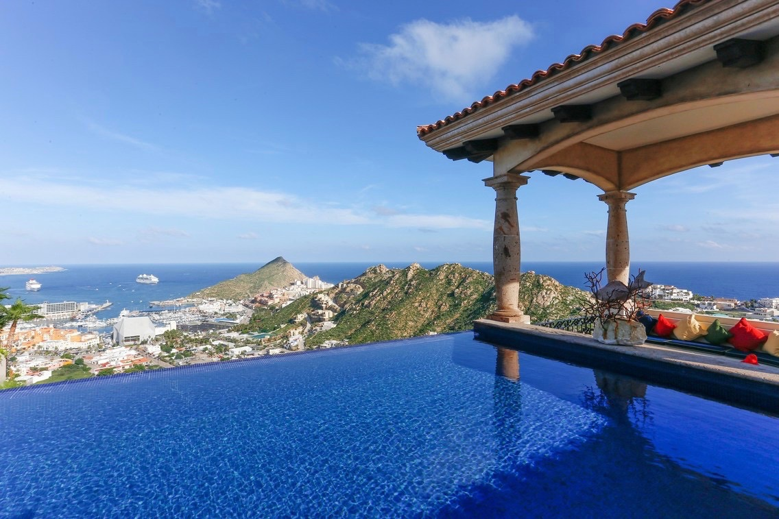 Pedregal house with a pool